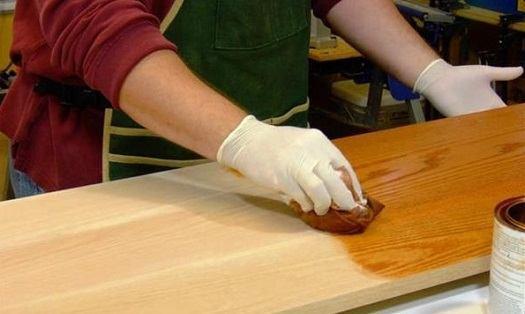 покрыть олифой деревянную поверхность